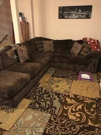 Sectional Couch w/ Chaise Lounge Frederick, 21703