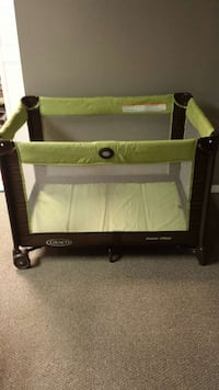 Baby's brown and green graco pack n play crib with bag Springfield, 22153