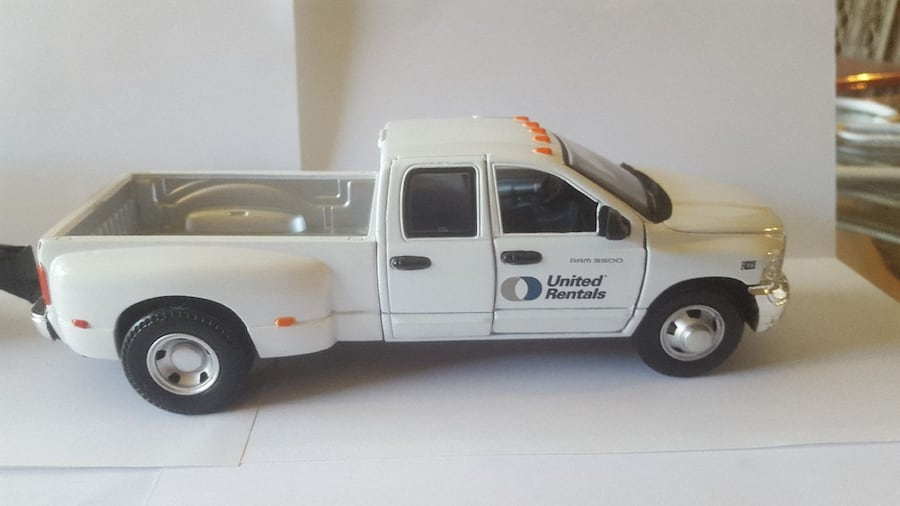 Dodge Ram 3500 with trailer 3