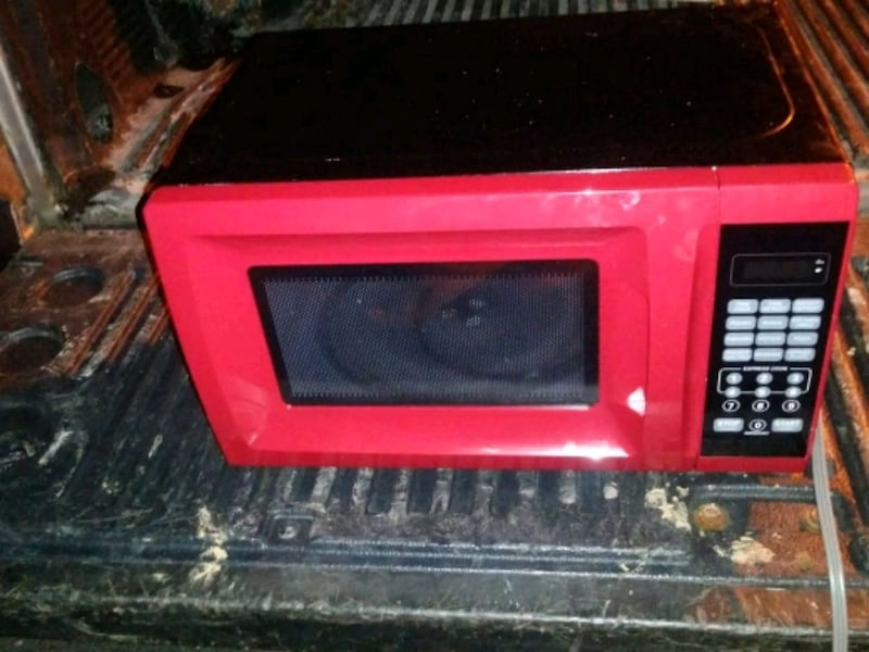 red and black microwave oven 5872aeba-a79f-4e8d-912f-4db4de8c056d