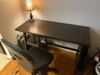 Office desk with lamp and shredder Oxon Hill, 20745