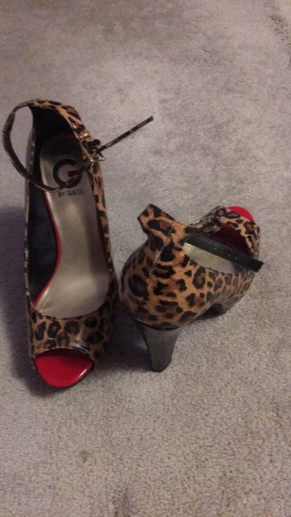 Pair of brown-and-black leopard print pumps Size 7 1/2