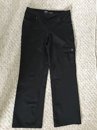 Yoga stretch pants, Athletic Works with front and side pockets, black medium -$10 Mississauga, L5L 5P5