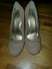 pair of gray leather pumps Oxon Hill, 20745