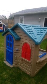 Step 2 play house Mississauga, L5E 1Z9