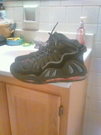 pair of black Nike basketball shoes Washington, 20020