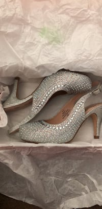 Pair of gray glittered platform stilettos in box Salinas, 93907