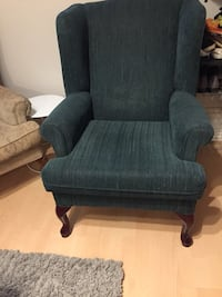 Couch and chair set. Dark green  smoke free  Langley, V2Y 1B5