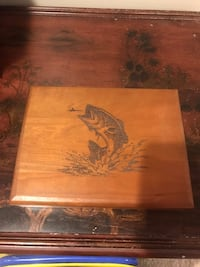 Fish wooden box for knick knacks or cigars Damascus, 20872