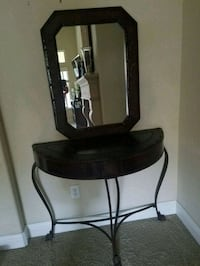 Beautiful dark brown Mirror and Table. Clovis, 93619