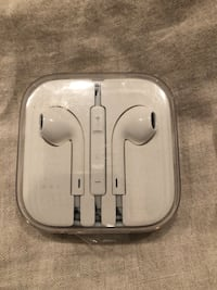 Apple ear pods Delta