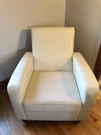 White Faux Leather Accent Club Arm Chair Non Recliner 47 km