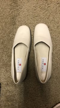 pair of white leather slip-on shoes Byron, 31008