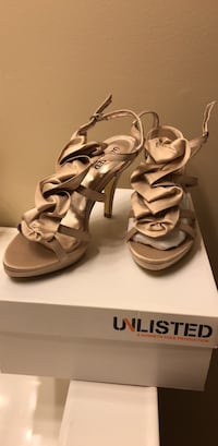 Size 9 UNLISTED: A Kenneth Cole Production ladies heel Reston, 20191