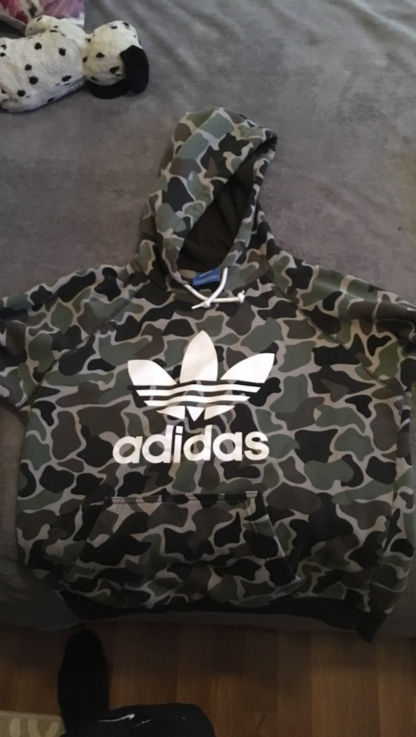 the latest 45a67 cadf8 Black and brown camouflage adidas pullover hoodie