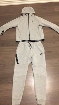 Newest Edition Men's Nike Tracksuit Toronto, M8W 1N6