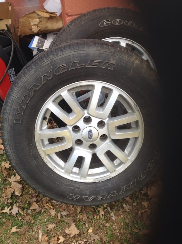 4 tires and wheels off ford expedition. good year 18 in 65cf2f9e-c3dc-481b-978a-2af0abd99f61