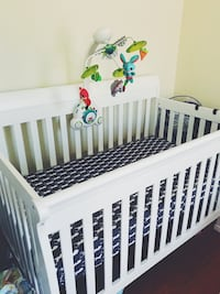 Baby's white wooden crib and brand new mattress  坦帕, 33647