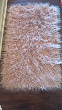 Pink fur rug great for any room Temple Hills, 20748
