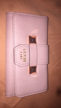 Pink leather GUESS wallet for women 540 km