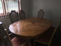 Antique dining room table South Windsor, 06074