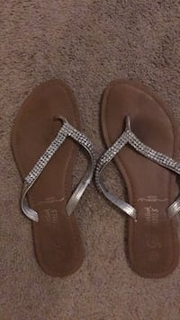 Size 6 woman's sandals $5 Newberry, 32669