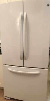 White French door frig with ice maker 286 mi