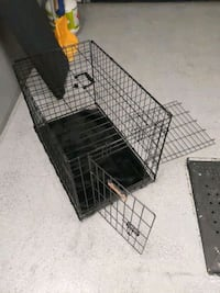 Dog crate with divider and cushion. 19'' wide, 30 deep and 21 high. Laval, H7Y 0B9