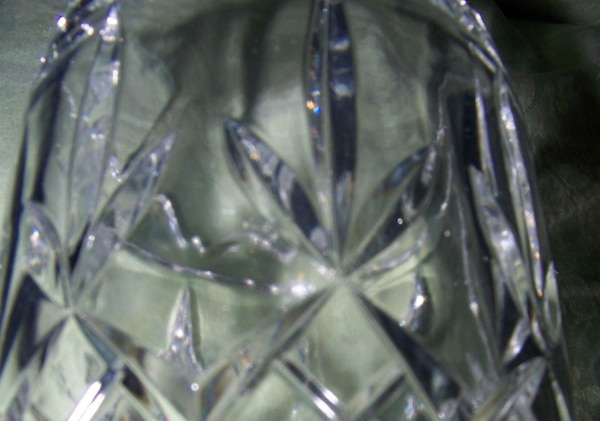 VINTAGE CUT GLASS VASE WITH SCALLOPED TOP 928dabc1-4097-41fc-a19b-60a40a1c1923