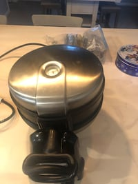 Kitchen aide waffle maker great shape Baltimore, 21220