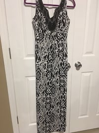 long  Special occasion dress size 6 Harpers Ferry, 25425