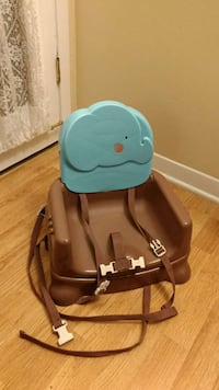 Baby feeding chair used few times only Montreal, H8S 4L7