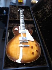 Epiphone les Paul honey burst with custom case like New  Miami Beach, 33141
