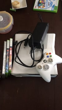 white Xbox 360 console with controller Broadlands, 20148