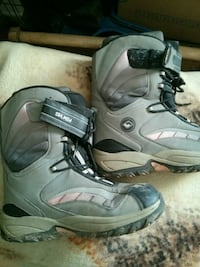 Womens sugi size 8 snowboard boots