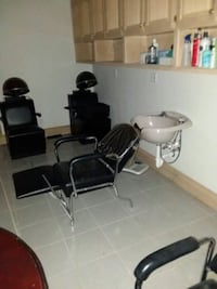 Shampoo chair asking  $225 negotiable Mercedes