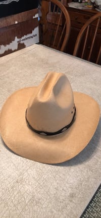 Used and new hat in Hartford - letgo ceaaa1712d4