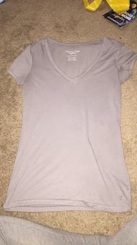 gray V-neck t-shirt 418 mi