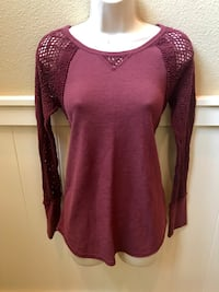 Beautiful Lucky Brand top with lace sleeves & top. Sz M Las Vegas, 89138