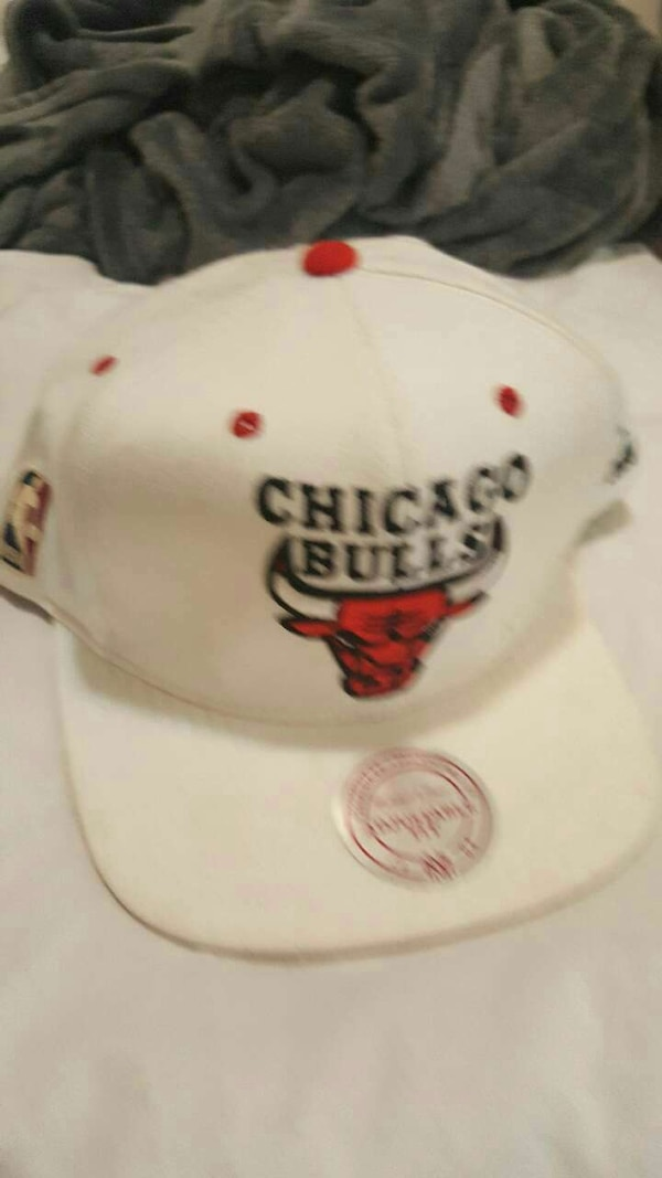84fa750263ab4 Used white Chicago Bulls spors cap for sale in Chicago - letgo