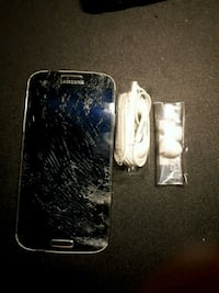 Samsung Galaxy s4 and brand new Samsung headphones Brampton, L6P 1C9