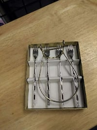 four stainless steel fork in box Vancouver, V5X 3L2
