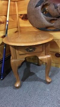 Oval Queen Anne legs end table Dartmouth, 02747