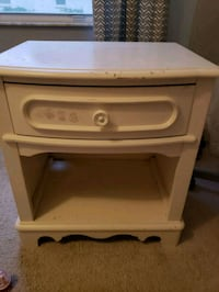 Night stand goes with hutch Valrico, 33594