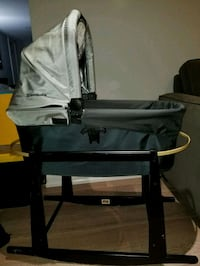 Uppababy bassinet and rocking stand Toronto, M3M 2E9
