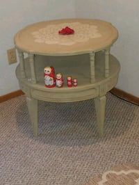 round brown wooden side table Las Vegas, 89103