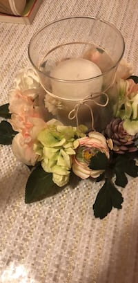 White and pink artificial flowers 228 mi