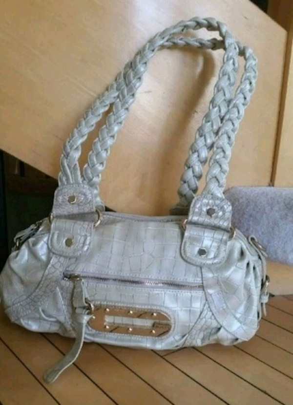 Guess shoulder/handbag purse 69752e8a-fd92-426a-87db-9eea263fe199
