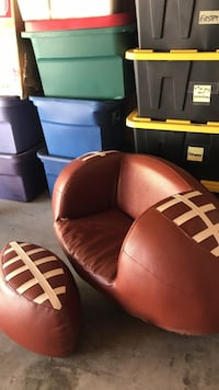 brown leather padded sofa chair Bakersfield, 93308