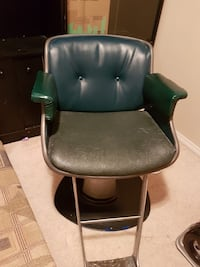 Leather salon chair good condition  Calgary, T3N